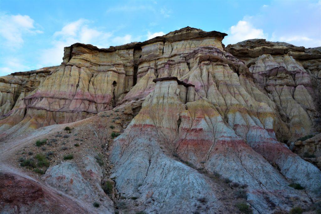 Les falaises colorées du désert de Gobi en Mongolie