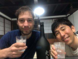 Saké avec mon hôte Couchsurfing au Japon