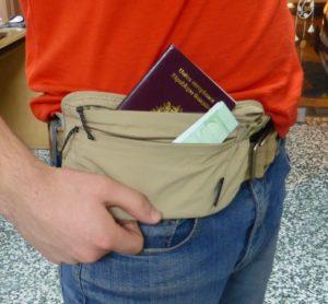 Pochette secrète anti-vol en voyage
